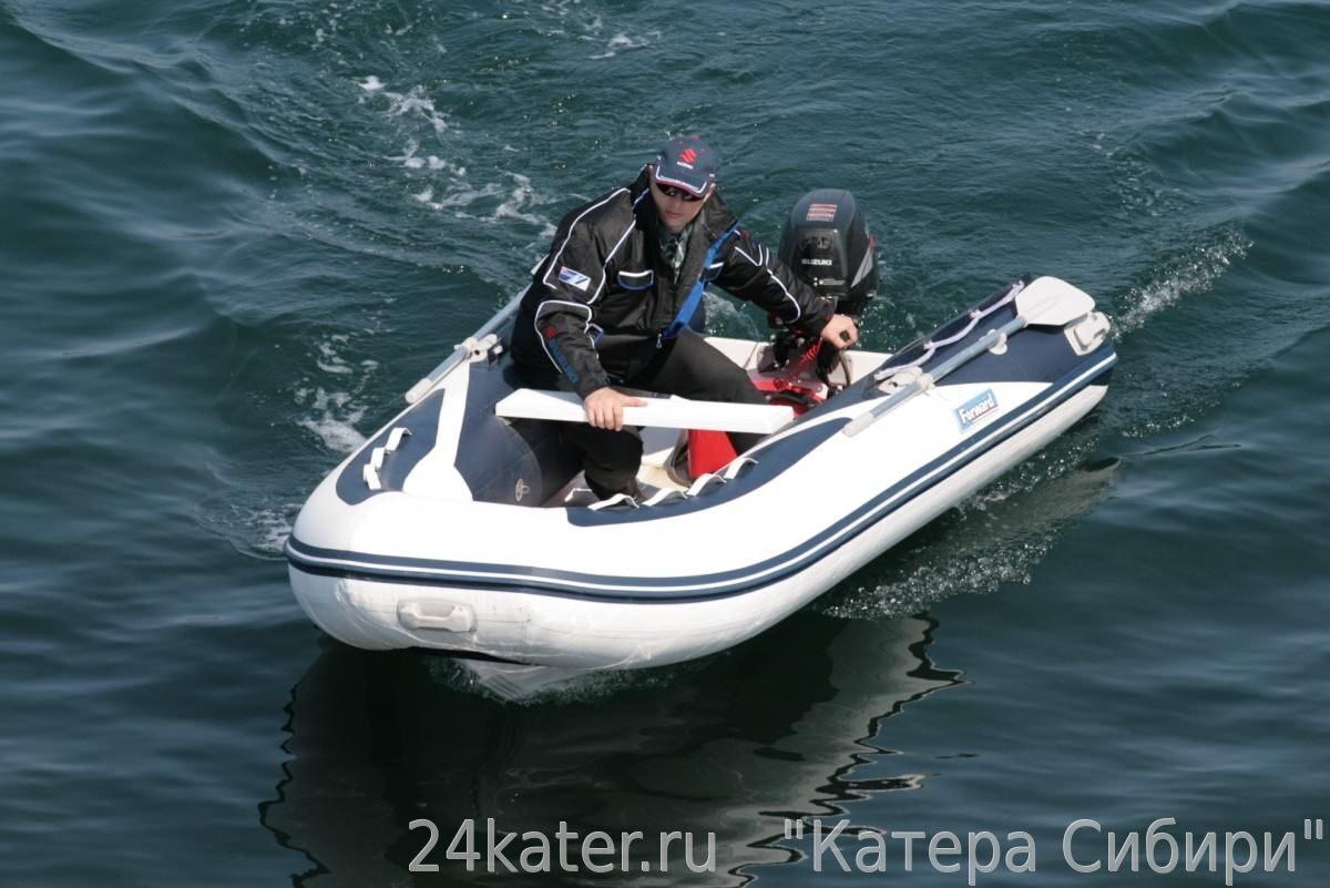 лодки риб или катер